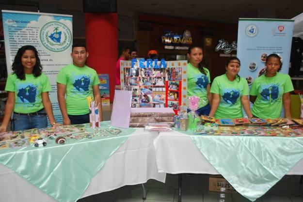 Oasis de Esepranza Nicaragua - selling in a supermarket